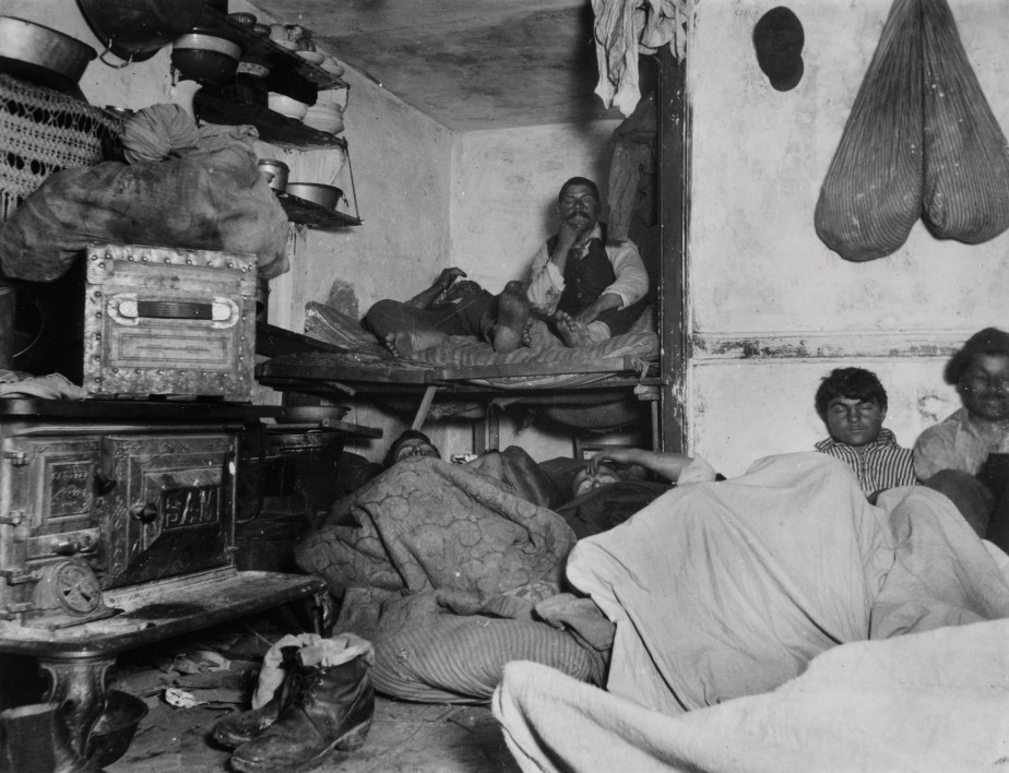 jacob_riis2c_lodgers_in_a_crowded_bayard_street_tenement