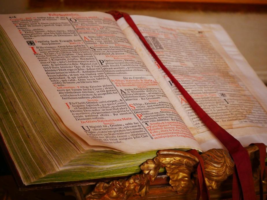 bibel_von-ajel-auf-pixabay-com_-cc0-public-domain